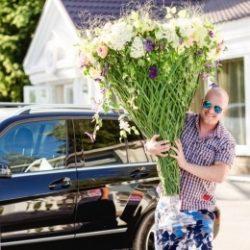 Молодой, симпатичный, голубоглазый парень из Москвы пригласит девушку на интим свидание